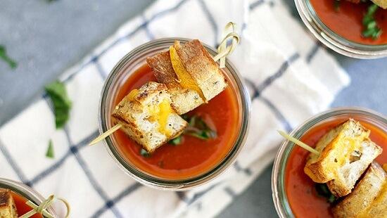 cách làm xiên bánh mì phô mai nướng mini với súp cà chua 5