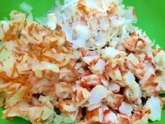 trộn rau củ và thịt tôm ghẹ