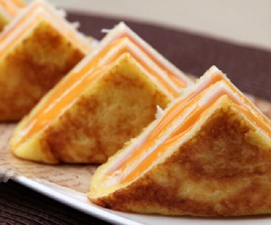 bánh mì sandwich kẹp ba tầng