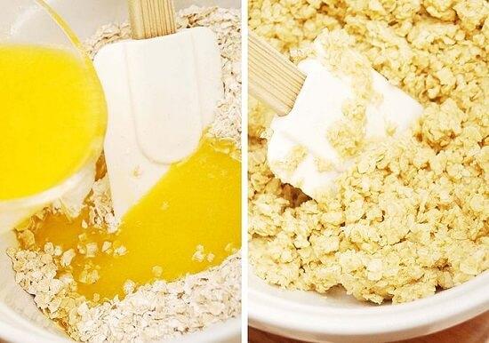 đổ bơ vào hỗn hợp bánh