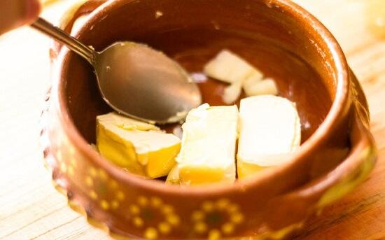 dặm bơ với tỏi