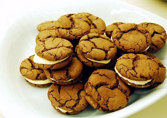 trình bày bánh quy oreo ra đĩa