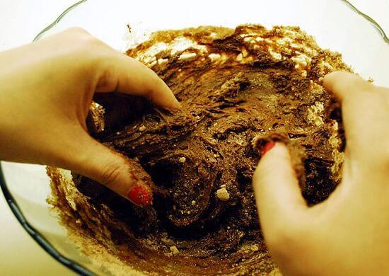 nhào bột bằng tay