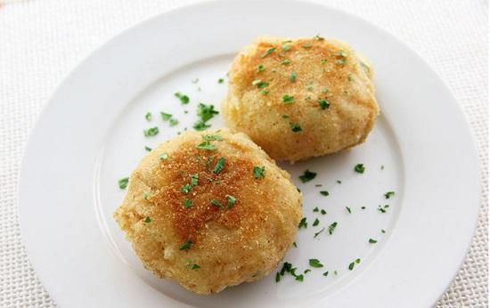 bánh cá hồi với khoai tây nghiền hấp dẫn