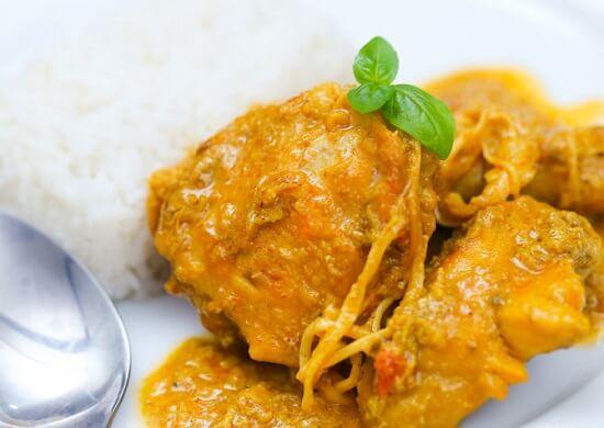 ăn nóng cà ri đỏ của Thái Lan với cơm