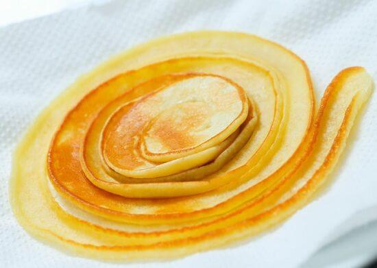 thấm dầu ăn trong bánh bằng giấy ăn