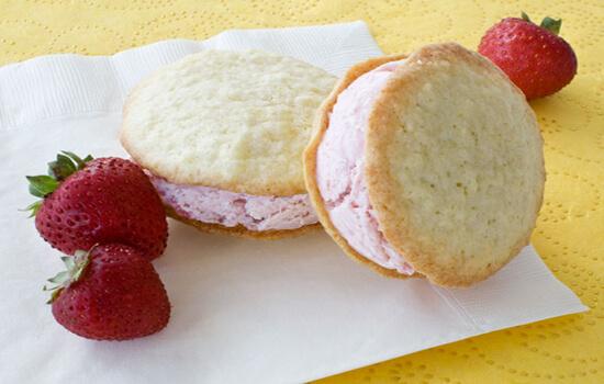 bánh dừa kẹp kem thơm ngon