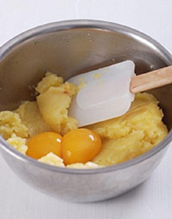 trộn trứng với khoai tây