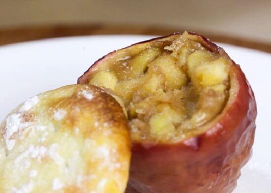 bánh táo trong quả táo ngọt ngào