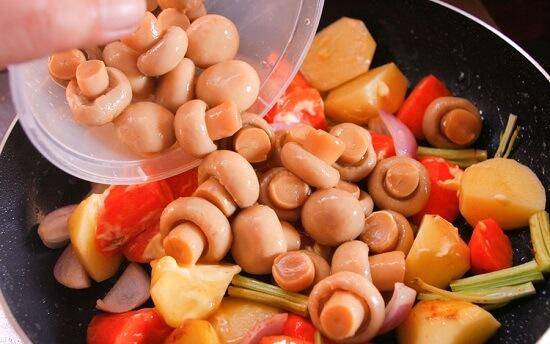 thêm nấm tươi vào rau củ