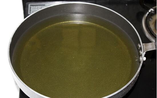 đun nóng dầu ăn
