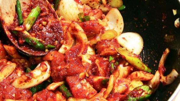 Cách làm thịt lợn xào cay hấp dẫn từ Hàn Quốc 3