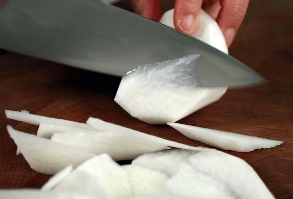 Cách nấu canh củ cải thịt bò thơm ngon cho bữa tối 2