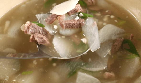 Cách nấu canh củ cải thịt bò thơm ngon cho bữa tối 7