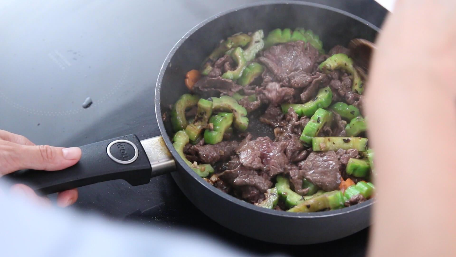 Cách nấu thịt bò xào mướp đắng ngon cơm cho cả gia đình 13