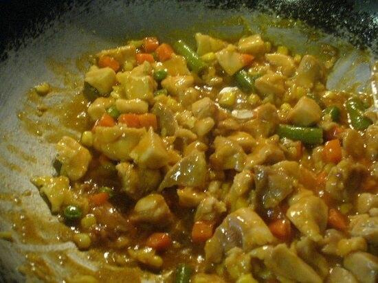 xào thịt gà với rau củ