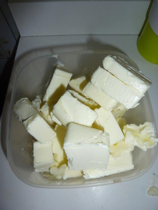 cắt nhỏ bơ nhạt