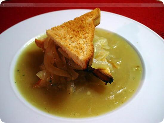 Soup-hanh-kieu-Phap