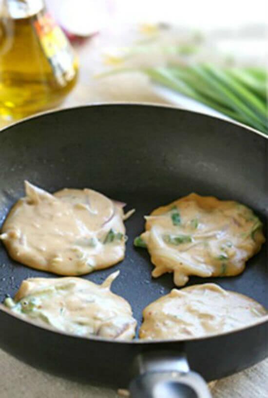 Công thức làm bánh xèo kim chi Hàn Quốc 4