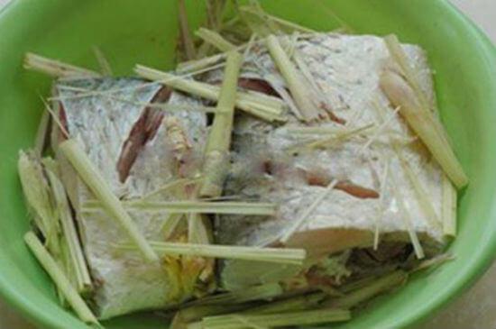 Món cá hấp bia có mùi thơm của sả, gừng vị đậm đà của bột canh