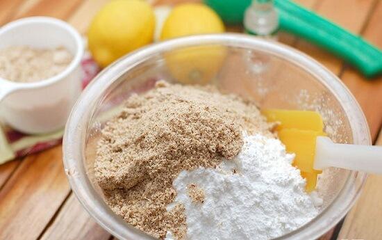 trộn bột bánh hạnh nhân