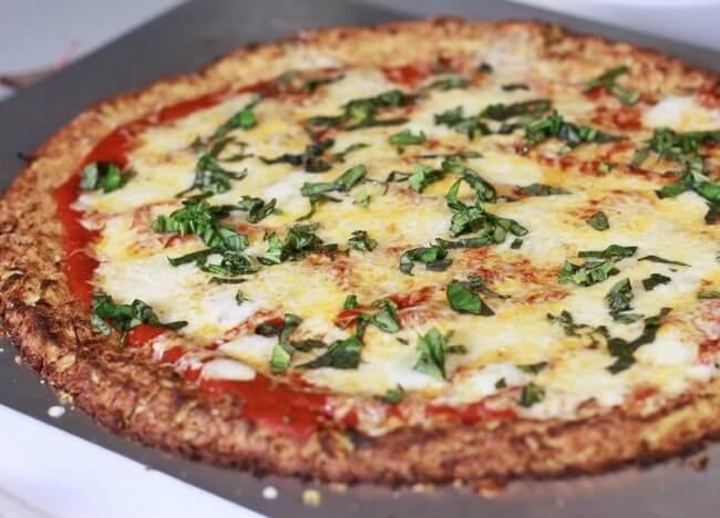 Cách làm pizza với đế bánh làm từ súp lơ 8