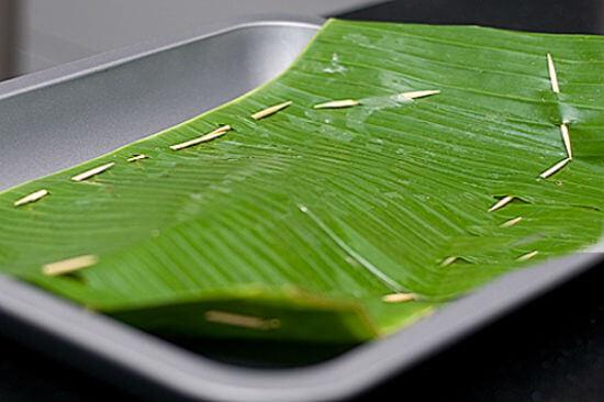 Lá chuối sẽ giúp giữ vị ngọt và khử mùi tanh của món cá hấp chuối
