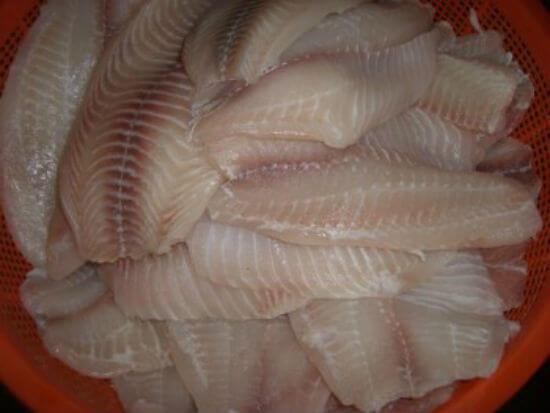 Sơ chế nguyên liệu cá làm chả cá - Cách làm chả cá