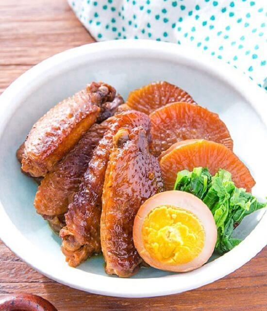 Cách làm cánh gà om củ cải đơn giản mà thơm ngon
