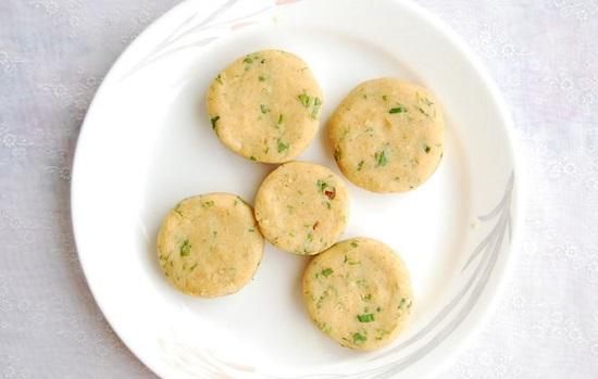 nặn tròn khoai tây