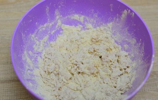trộn bột mì với mỡ atora