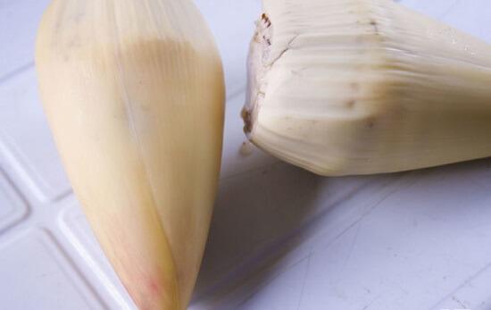 để phần lớp trắng bên trong búp chuối