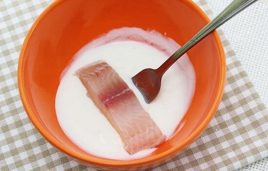 nhúng cá vào sữa chua