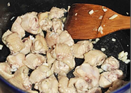 Cách làm món gà xào nấm thơm ngon lạ miệng 2