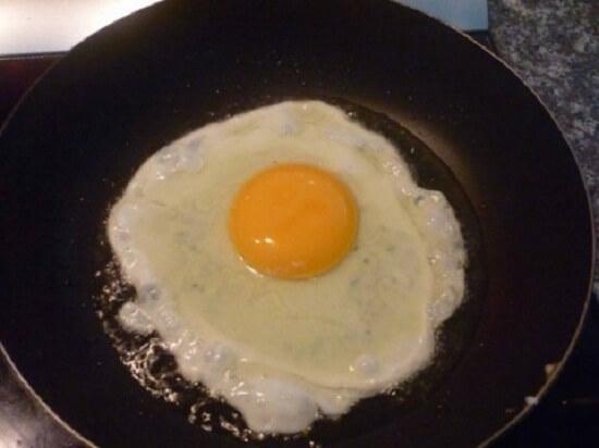 Cách làm món mì xào trứng đơn giản tại nhà 3
