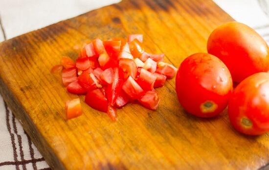 thái nhỏ cà chua