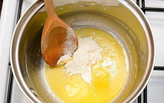đun sốt bơ bột mì