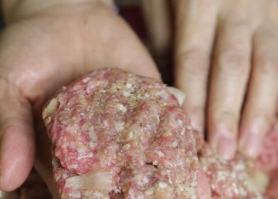 nặn viên thịt bò