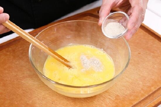 Cách làm trứng cuộn rong biển và phô mai hấp dẫn