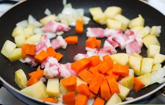 Cách nấu canh khoai tây thịt heo chuẩn vị