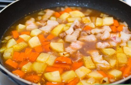Cách nấu canh khoai tây thịt heo bổ dưỡng