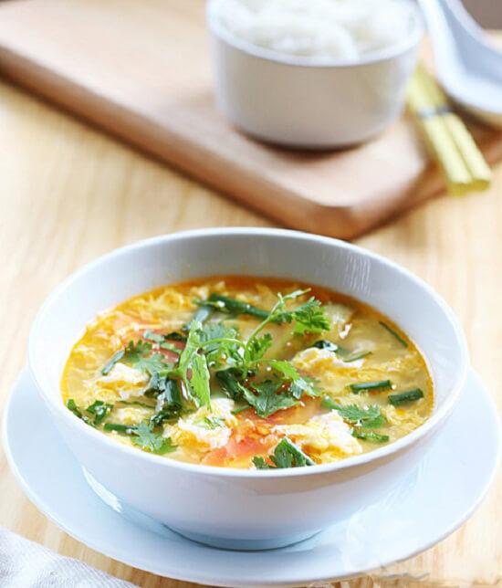 Thưởng thức món canh cà chua trứng để nấu món ăn hàng ngày
