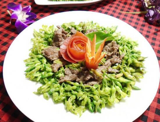 Cùng nấu bữa cơm đơn giản với món thiên lý xào thịt bò