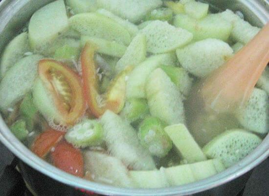 Lưu ý thứ tự cho nguyên liêụ vào canh chua cá basa