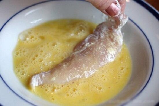 nhúng thịt vào trứng