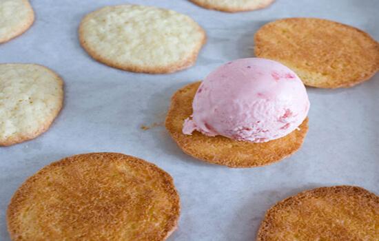cho kem vào làm nhân bánh