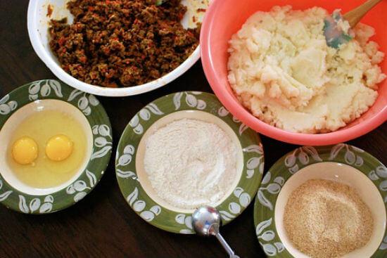Sơ chế nguyên liệu làm món khoai tây nhồi thịt viên