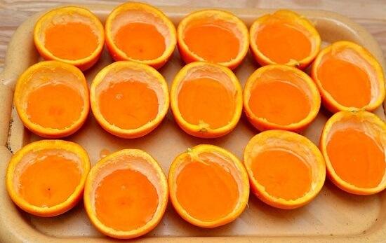 đổ thạch cam vào vỏ cam