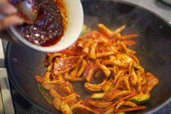 Cách làm món mực xào sa tế cải thiện bữa ăn cuối tuần 4