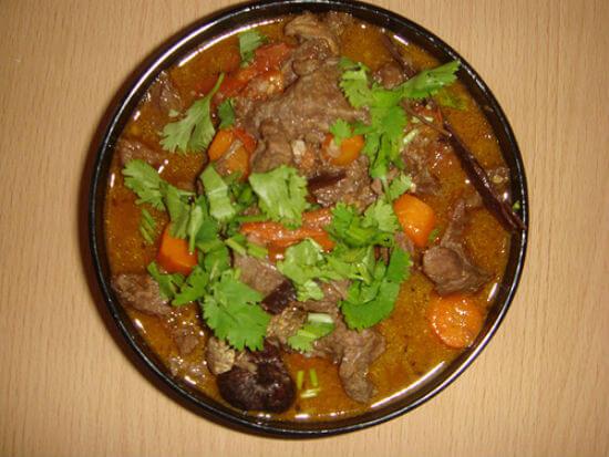 Hầm nhừ thịt bò cùng khoai tây, cà rốt